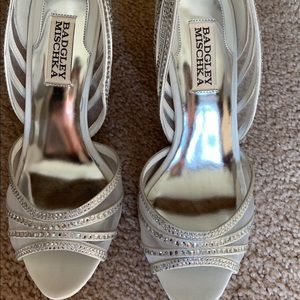 Badgley Mischka Glynn Silver Shoes, Size 6